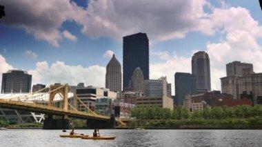 An establishing shot of the city of Pittsburgh — Stock Video