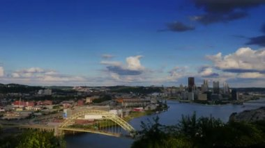 A time lapse shot of the Pittsburgh city skyline as seen from the West End Overlook on a early Fall afternoon. — Stock Video