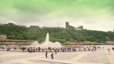 People gather around the fountain at The Point in Pittsburgh after it was turned back on after nearly three years of being under construction. — Stock Video