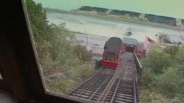 Both cars of the Duquesne Incline pass each other.  In 4K UltraHD. — Stock Video