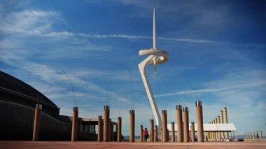 Tourists visit Olympic Park on Montjuïc — Stock Video