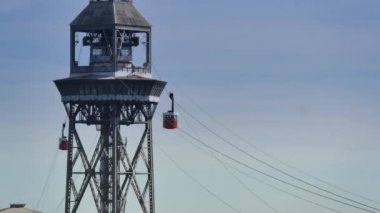 Transbordador cable car as it travels from Montjuïc  to the Barceloneta — Stock Video