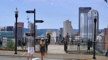 Tourists gather on an overlook on Mt. Washington — Stock Video