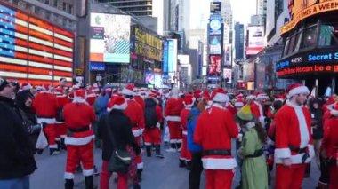 People dressed as Santa Claus — Stock Video