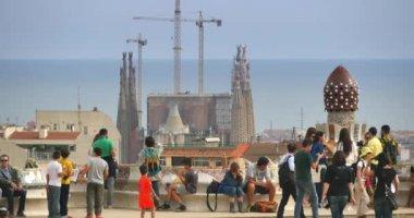 Tourists  at Park Güell — Stock Video