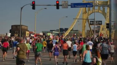 2015 DICK'S Sporting Goods Pittsburgh Marathon — Stock Video