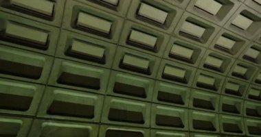 An establishing shot of the Metro arriving at the Foggy Bottom subway station in Washington, D.C. — Stock Video