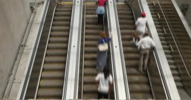 A fast motion time lapse of commuters on the Foggy Bottom escalators in Washington, D.C. — Stock Video