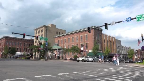 Un tiro del establecimiento de la ciudad de Wooster, Ohio. — Vídeo de stock