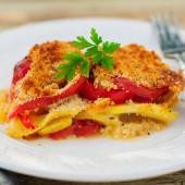 A Slice of Tomato, Red Capsicum, Zucchini and Feta Gratin — Stock fotografie