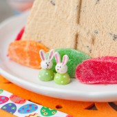 Easter Bunnies on the Plate with Curd Pashka — Stock Photo