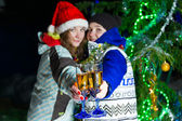 Two girls with Christmas champagne outdoors — ストック写真