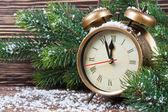 Kerstmis klok en Spar takken — Stockfoto