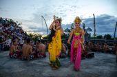 Traditional Balinese Kecak Dance, Uluwatu Temple, Bali — Stock Photo