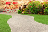 Walk way with perfect grass landscaping with artificial grass in residential area — Stock Photo