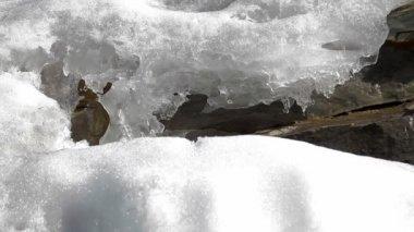 Fonte des neiges — Vidéo