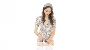 Pretty young woman chopping lemon furiously — Stock Video