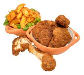 Southern Fried Chicken Portions And Wedges — Stock Photo