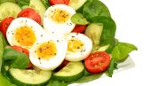 Fresh Egg And Tomato Salad Bowl — Stock fotografie