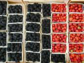 Berries at Market — Stock Photo