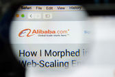 CHIANG MAI, THAILAND - OCTOBER 22, 2014: Alibaba website close u — ストック写真