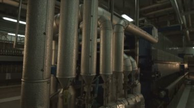 Filtering the oil, the fractionation — Stock Video
