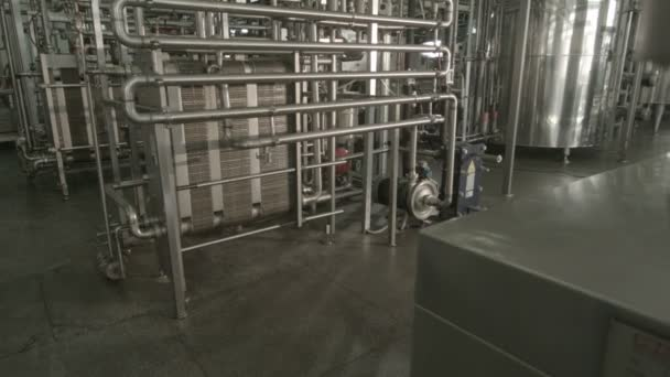 Brilliant pipe factory — Vidéo