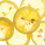 ломтики свежих лимона, изолированные на белом фоне — Стоковое фото