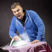 Man doing housework — Stock Photo