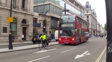 Oxford circus red bus — Stock Video