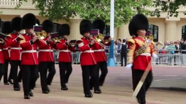 Changing of the Guards in London — Vidéo