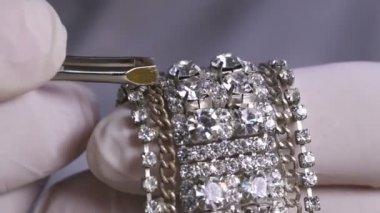 Jeweler Hands Inlay Diamond Bracelet — Stock Video