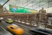 Rush Hour Traffic On The Brooklyn Bridge In New York City — Stock Photo