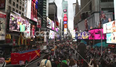 Times Square look from TKTS pavilion stairs in New York — Video Stock