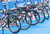 Bikes at the transition zone at the Mens ITU World Triathlon — Stock Photo