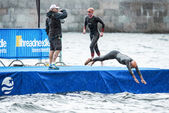Triathletes warm up in heavy rain before the start in the mens s — Stok fotoğraf