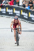 Baiba Medne from Latvia fixing her shoes after the transition to — Stockfoto