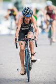 Nicky Samuels from New Zeeland after the transition to cycling a — Stock Photo