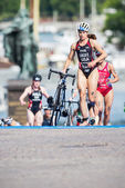 Sarah Groff from USA running in the transition area to the cycli — Stock Photo