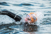 Closeup of a triathlete swimming in the cold water at the Womans — Stock fotografie