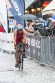 Line Thams from Denmark cycling in the rain at the Womans ITU Wo — Zdjęcie stockowe