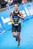 Anja Knapp from Germany running to the finish line in the Womens — Stock Photo
