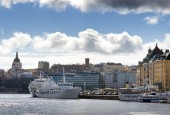 Slussen and the old town from the seaside with boats and clouds — Stock Photo