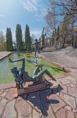 Garden at Millesgarden with statues running over water — Stock Photo
