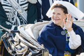 Queen Silvia Bernadotte of Sweden waiving to audience on her way — Stock Photo