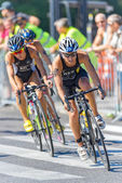 Cycling into a curve with Anja Knapp (GER) in the lead at the Wo — Stock Photo