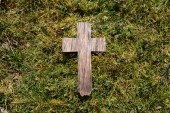 Easter wooden cross on grass — Stock Photo