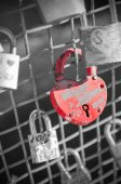 Red heart-shaped lock on a bridge — Stock Photo
