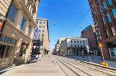 People walking on a sunny day, in a typical street at the centre of Helsinki on June, 24 2013. There are some famous shops and stores in this street. — Stock Photo