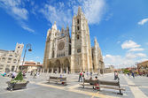 Tourist visiting famous landmark Leon Cathedral, Castilla y Leon, Spain on August 22, 2014.Leon Cathedral is a masterpiece of Gothic style. — Stock Photo